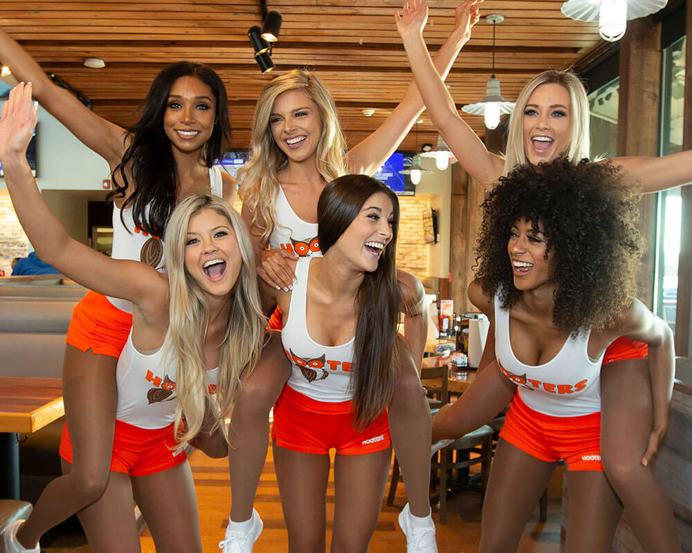 Group of Hooters Girls